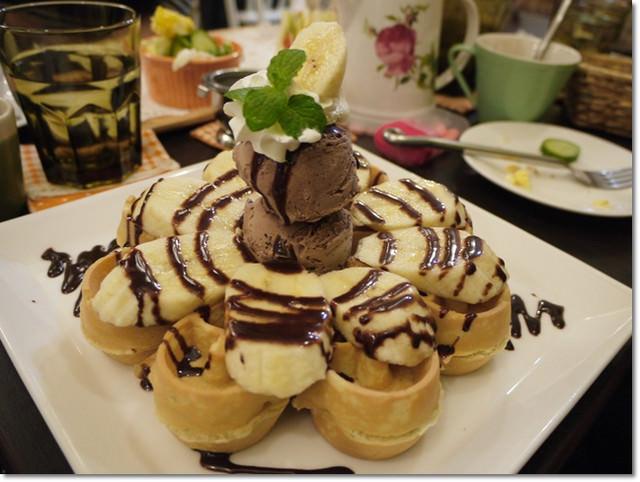 食記【鄉村風格˙東區hana1】~像花瓣一樣的鬆餅