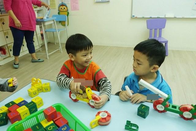 ▌三寶媽碎碎念▌四歲五個月♥小安安上學去♥不捨的是媽媽