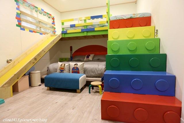 ▌台南親子民宿▌超好玩樂高房♥童莊親子民宿♥除了溜滑梯還有可愛旋轉木馬與沙坑喔