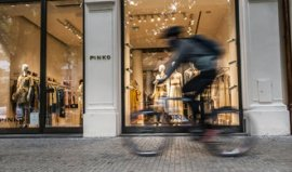 The global luxury market is collapsing.  Pařížská Street attracts domestic customers
