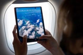 三星 Galaxy Z Fold2 5G 全球首創於空中發表!產品特色、實拍照看這篇