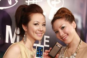 Garmin-Asus導航手機M10E三色全新登場