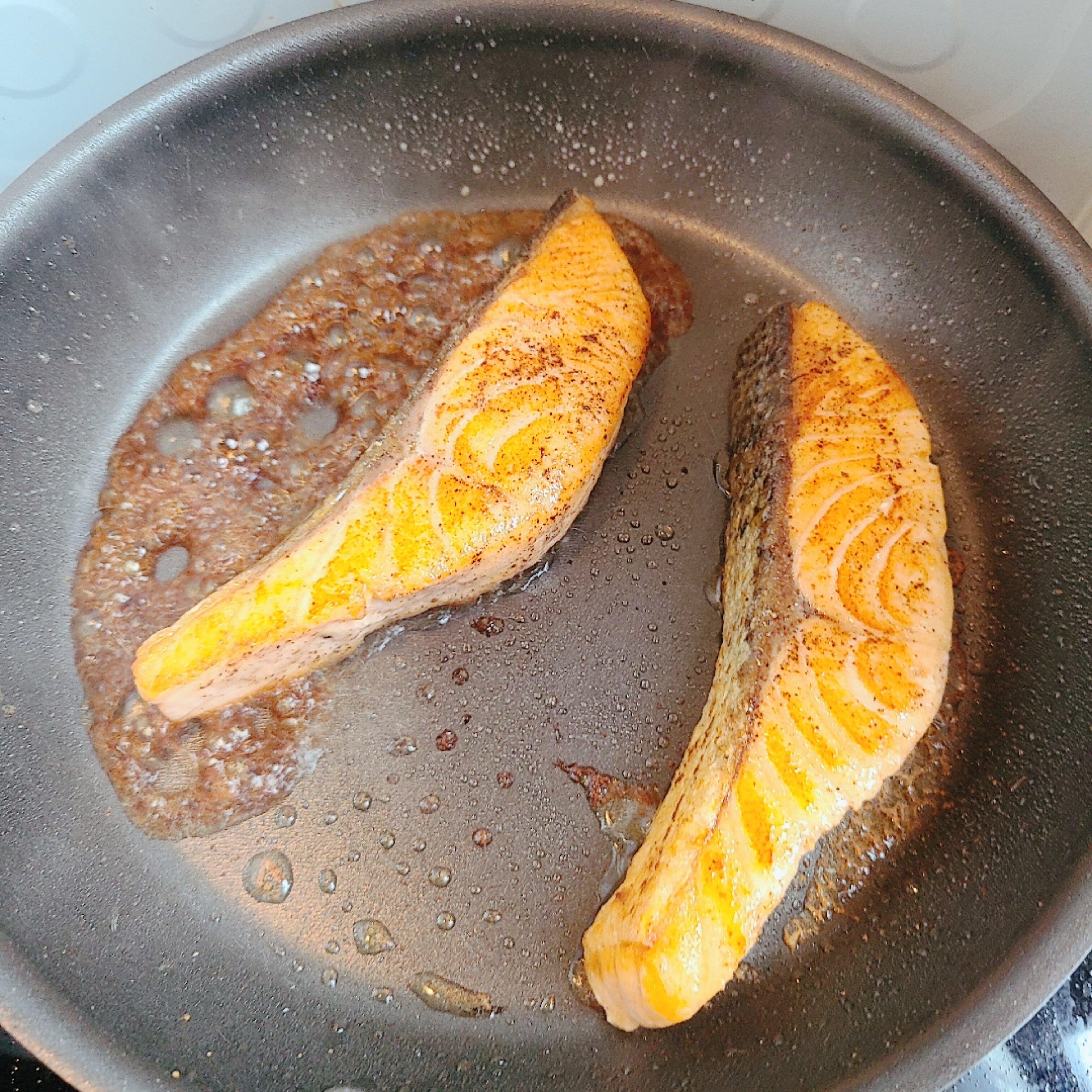 醬油奶油煎鮭魚食譜,做法   YeungMa的Cook1Cook食譜分享