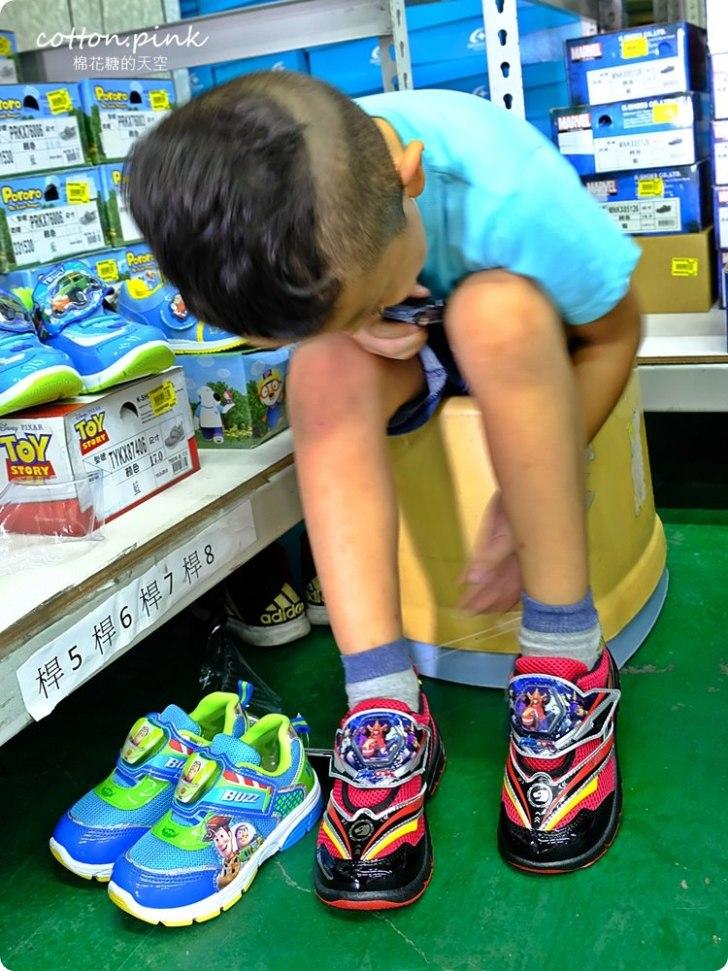 20181109092632 39 - 熱血採訪 NG牛仔帆布鞋55元、卡通兒童拖鞋60元、童鞋換季三雙只要500元!大雅童鞋特賣快來搶便宜
