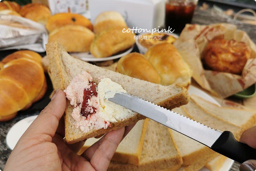 臺中麵包推薦|獨家咖啡鹽可頌吃了停不下來!麵包時刻縮小版法國麵包口味超多~ - 棉花糖的天空