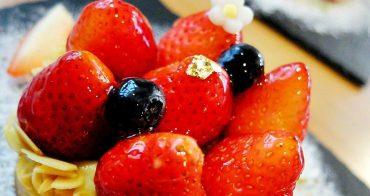 """《台中甜點》窩在巷子裡的甜點店""""窩巷"""",滿屋子的復古玩意兒~像個藏寶庫,冬季限定草莓塔鮮紅欲滴~每日限量的喔!還有好多好吃甜點~快來挖寶!"""