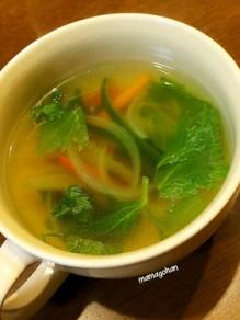 簡単セロリのコンソメスープ