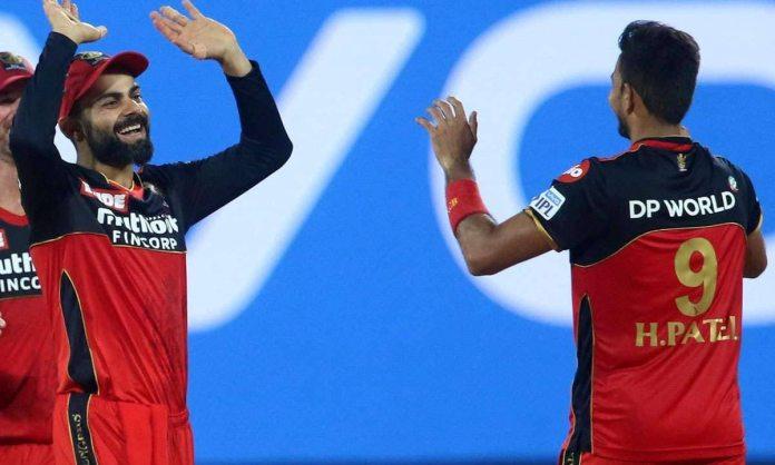 Harshal Patel reveals how virat kohli welcomed him after he traded in Delhi Capitals