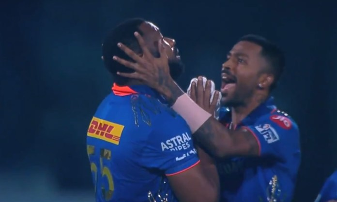 Cricket Image for VIDEO: कीरोन पोलार्ड हुए भावुक, जीत के बाद हाथ जोड़कर किया भगवान का शुक्रिया