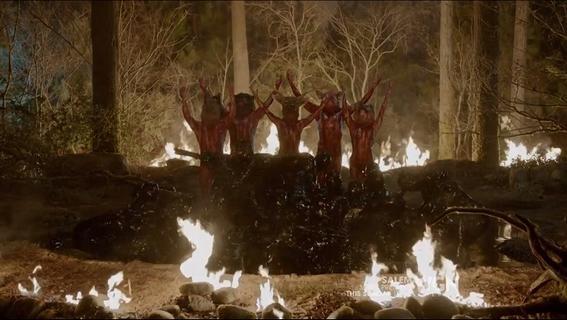 historia de las brujas de salem fuego