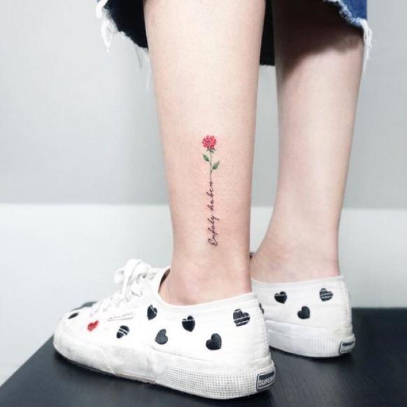 Pequeños Tatuajes De Rosas Para Expresar Tu Salvaje Elegancia