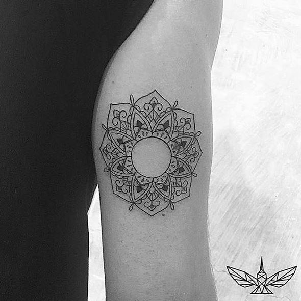 Tatuajes De Lineas Finas Para Mujeres A Las Que Le Gusta Lo Discreto