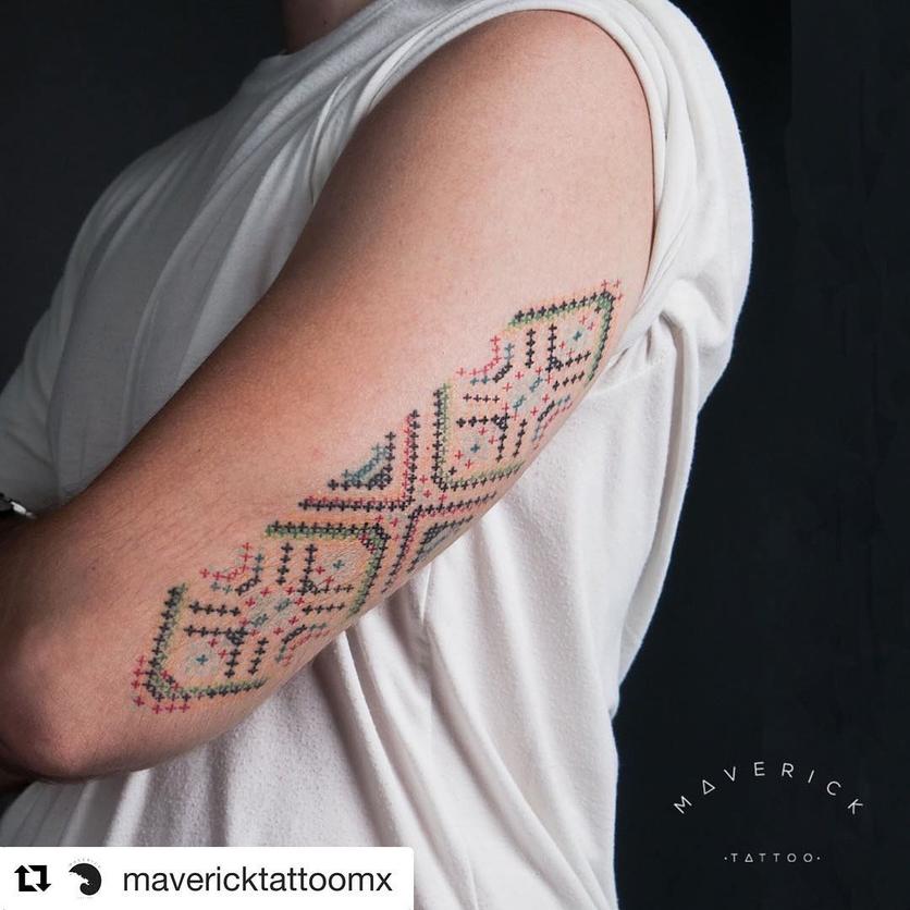 15 ideas de tatuajes de bordados huicholes y otomíes 3