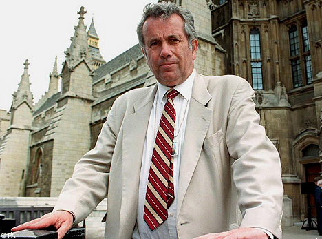 Picture of Martin Bell, courtesy of the Daily Mail