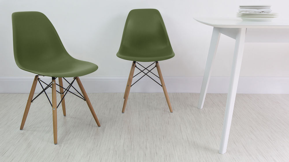 eames style plastic chair pool lounge chairs dining high quality uk fast delivery green with wooden legs