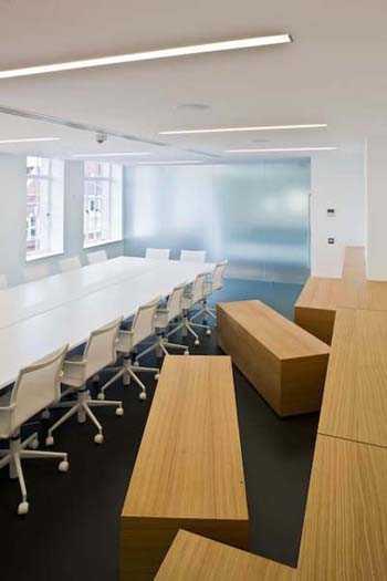 Cmo decorar una sala de reuniones  Oficina  Decora Ilumina