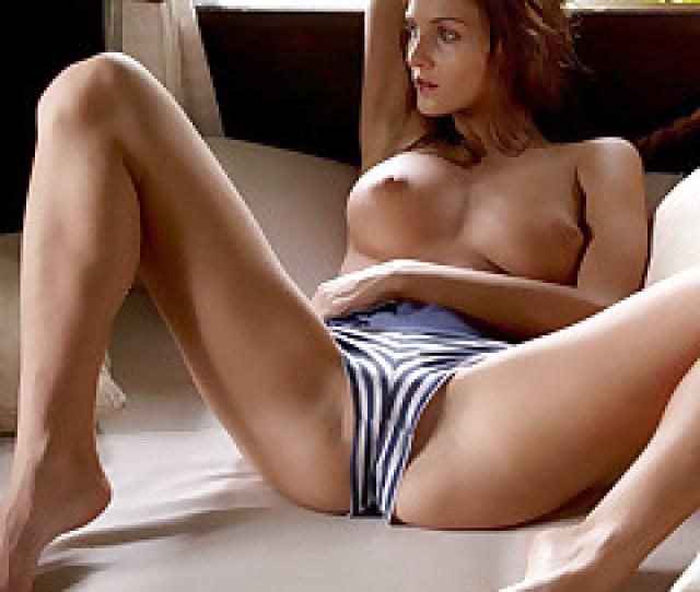 Naked Linda Waiting Pics