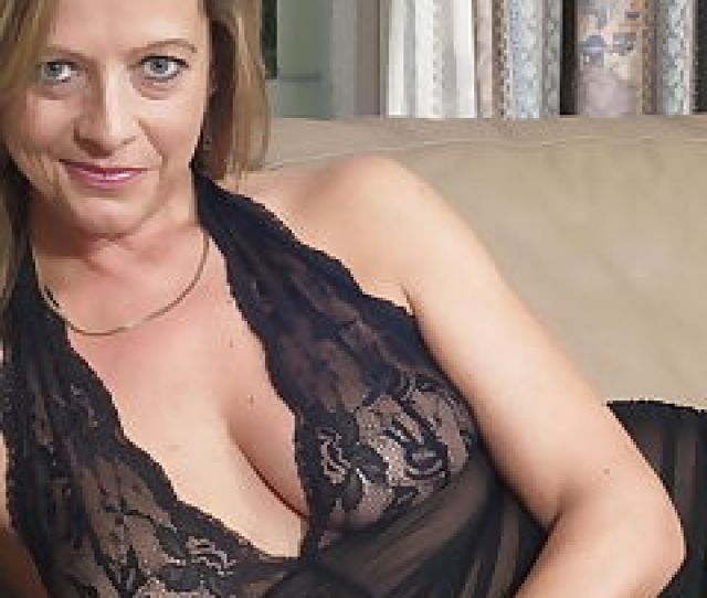 Horny Housewife Couch Pics