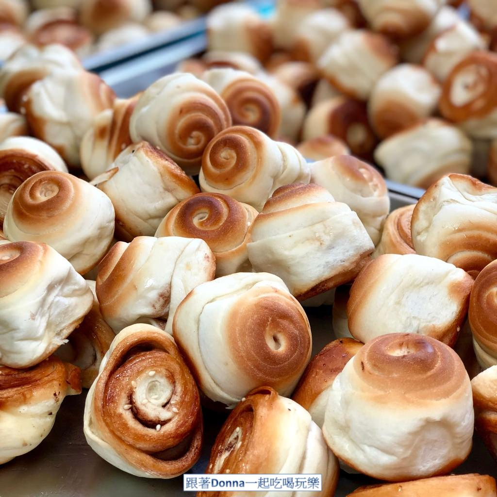 「臺南東區」帶點焦香的脆皮小饅頭,吃的是回憶啊!「上海脆皮烤饅頭」 - 跟著Donna一起吃喝玩樂