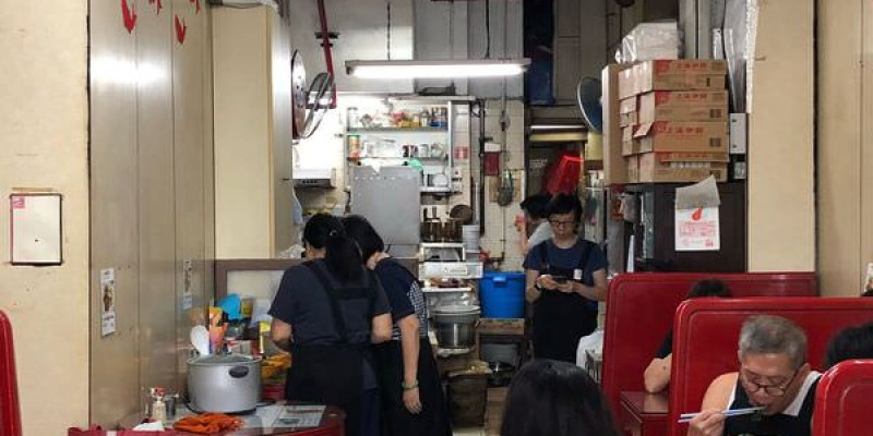 「香港上環站」外觀有懷舊風格的茶餐廳~「海安咖啡室」