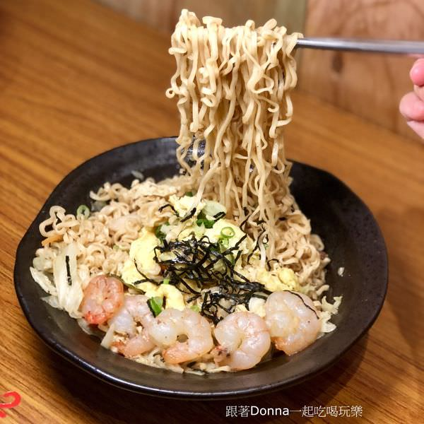 「新竹東區」東門市場也有炒泡麵囉~宵夜也能吃得很開心!「謝牡丹炒泡麵」