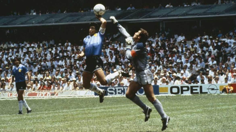 عظیم فٹبالر میراڈونا کا عہد ختم، 60 سال کی عمر میں دنیا سے رخصت