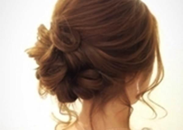 蓬鬆盤髮♡被邀請參加婚禮時就決定這個髮型了☆|噪咖 EBCbuzz