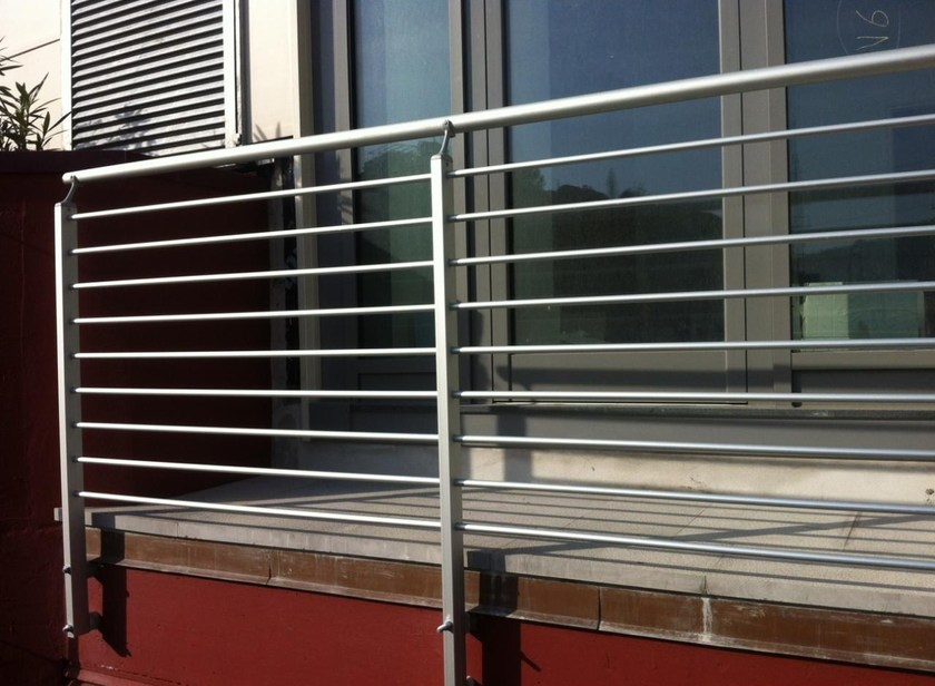 Parapetto in alluminio per finestre e balconi FROSINONE By ALUSCALAE