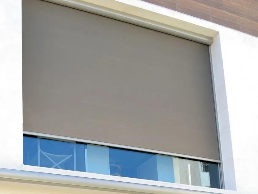 Tende a rullo per interni e per esterni,tende a rullo oscuranti e filtranti,per ufficio,finestre,lucernari,su misura,moderne,di design,motorizzate. Outdoor Roller Blind New Line Outdoor By Solaris Tende