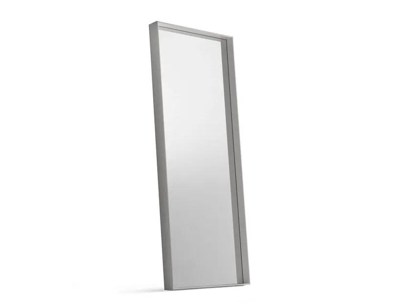 Scopri gli specchi di design da parete, da muro o da terra: Specchi Da Terra Design Archiproducts