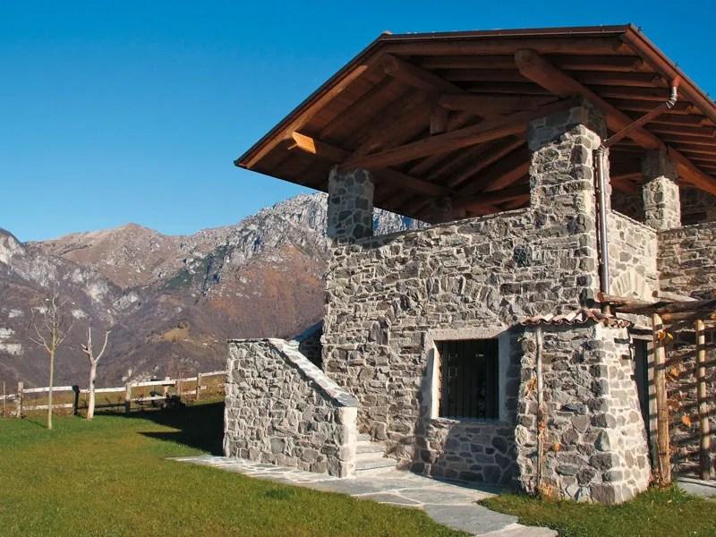 Sistema per isolamento a cappotto e pietra ricostruita