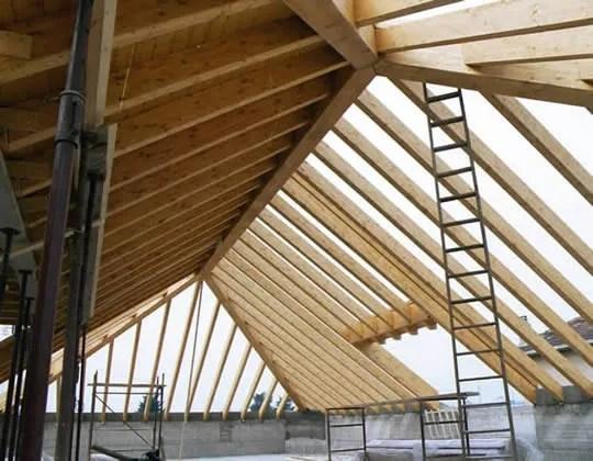 Sistemi per tetti a falde senza capriate GIUNTI A TRE VIE