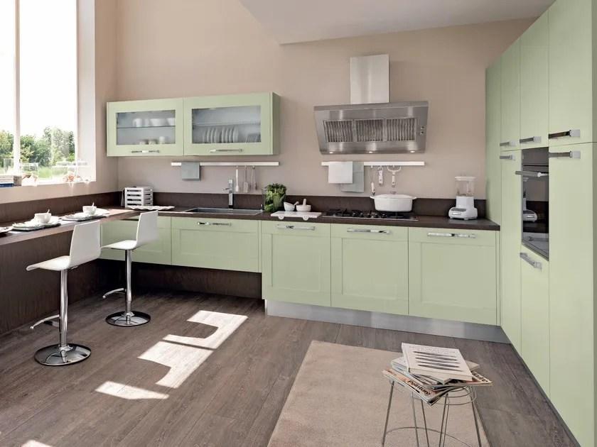Cucina laccata in frassino con maniglie GALLERY  Cucina
