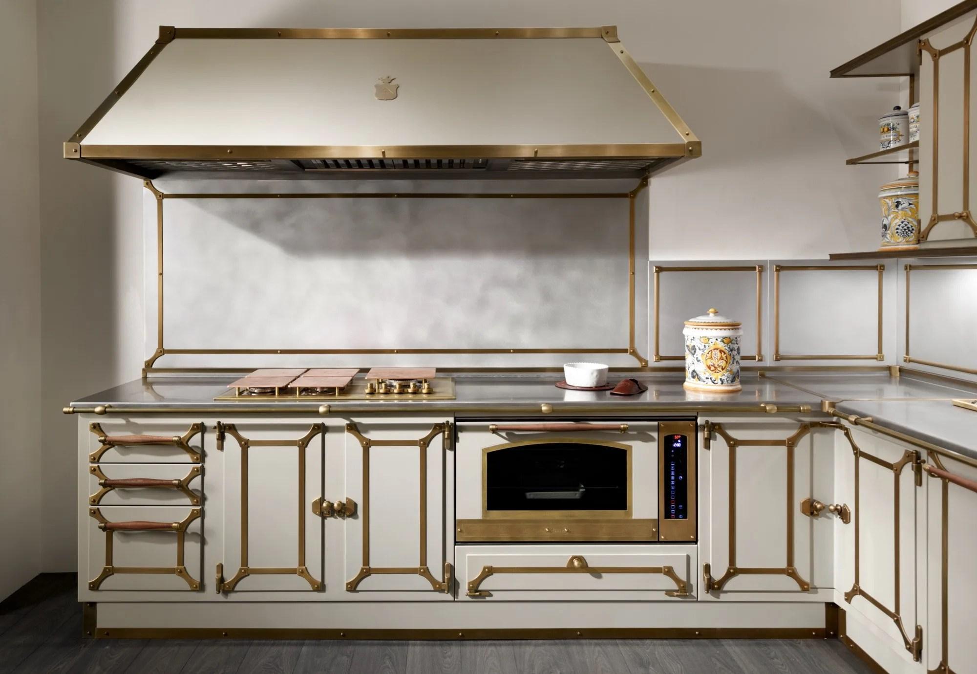 Cucina con maniglie DOMESTIC by Officine Gullo
