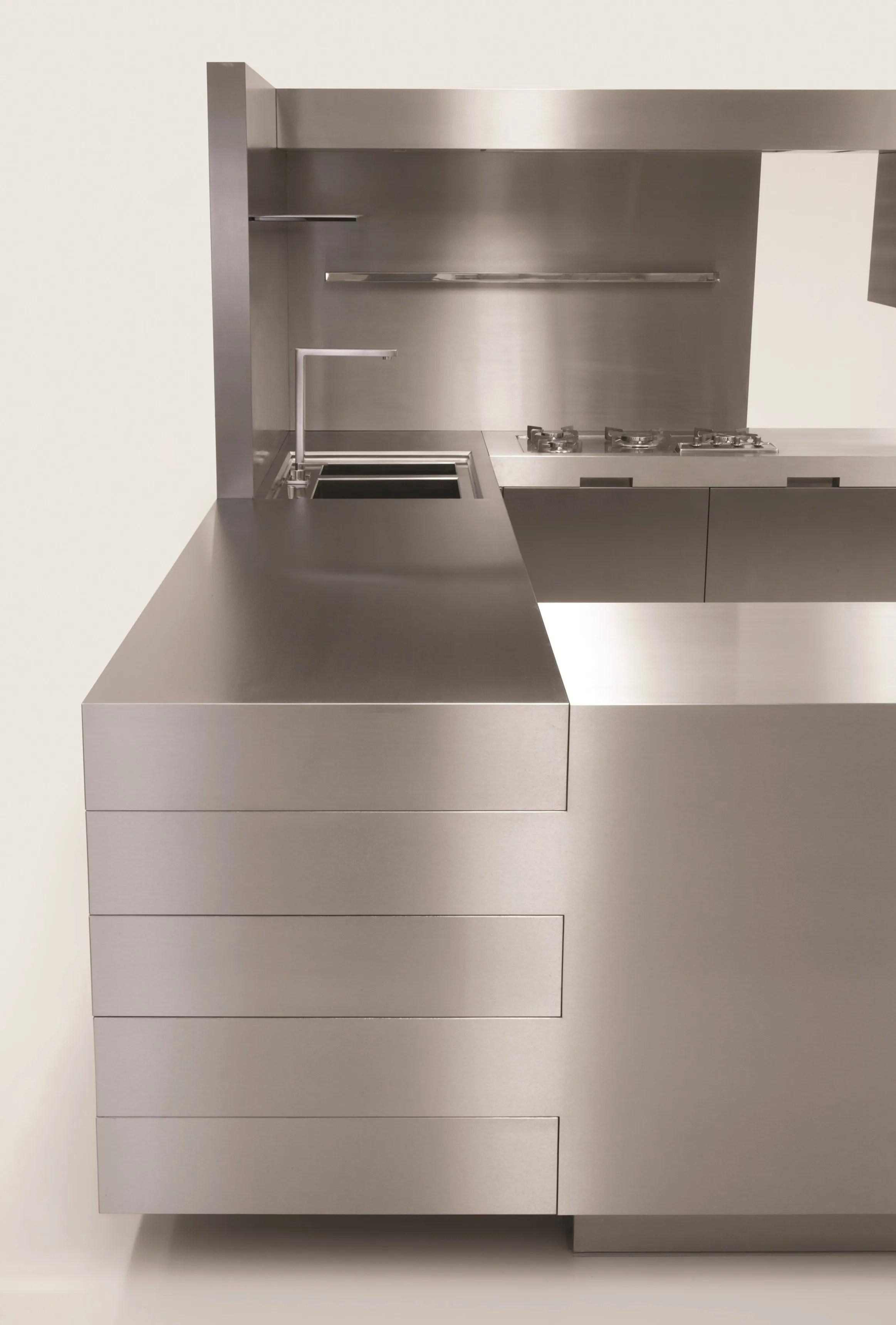 Cucina in acciaio inox K02 npu evolution by Strato Cucine design Marco Gorini