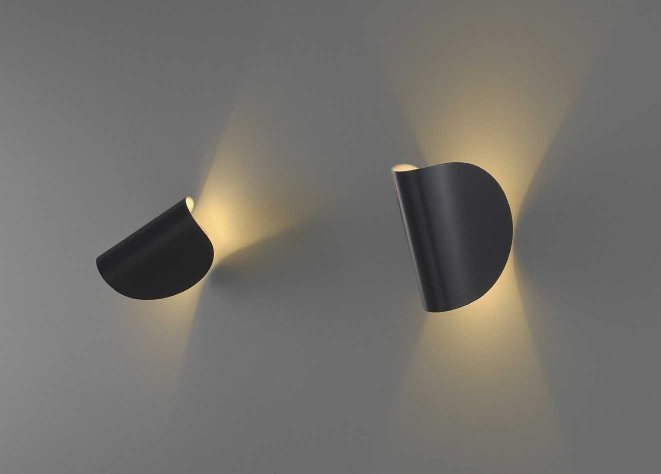 LED wall light IO by FontanaArte design Claesson Koivisto Rune