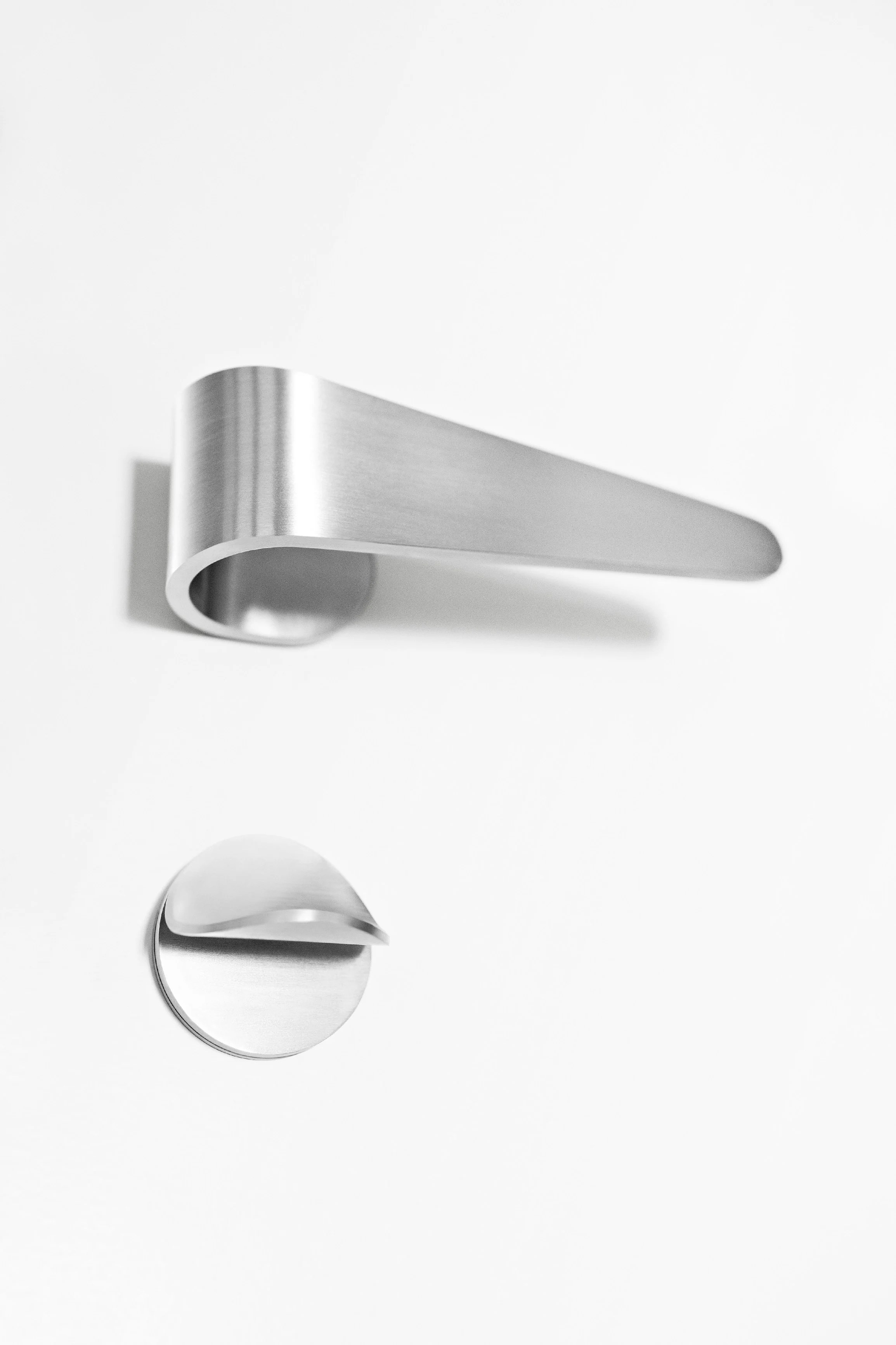 FOLD Door handle with lock by Formani Holland B.V. design