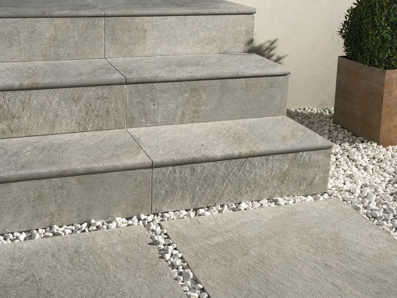 Porcelain stoneware outdoor floor tiles DUAL STEP by