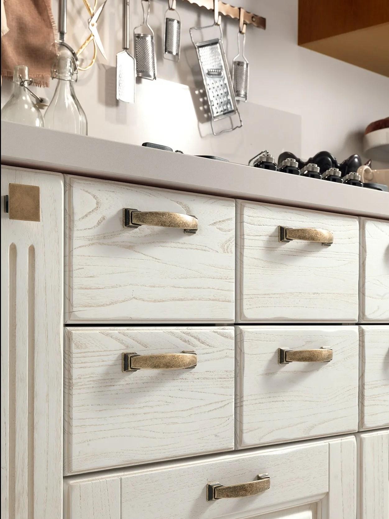 LAURA Cucina in legno by Cucine Lube