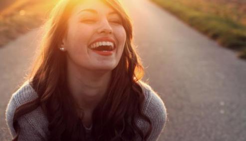 Resultado de imagen para mujer feliz