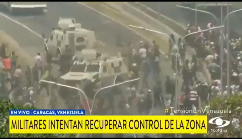 Tanque del régimen de Maduro atropella a manifestantes en Venzuela | VIDEO