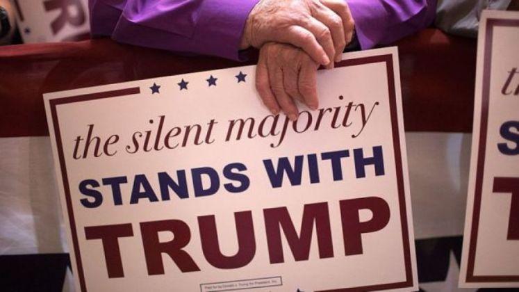 """""""La mayoría silenciosa está con Trump"""", se leía en carteles de la campaña pasada del actual presidente de EE.UU. Foto: Getty images, vía BBC Mundo"""