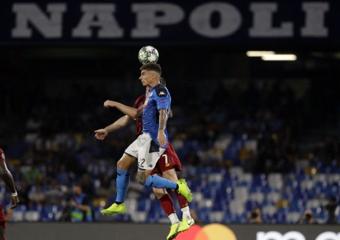 Napoli vs. Liverpool: 'Chucky' Lozano and the powerful header that was overturned in the Champions League | VIDEO. (Photo: AFP)