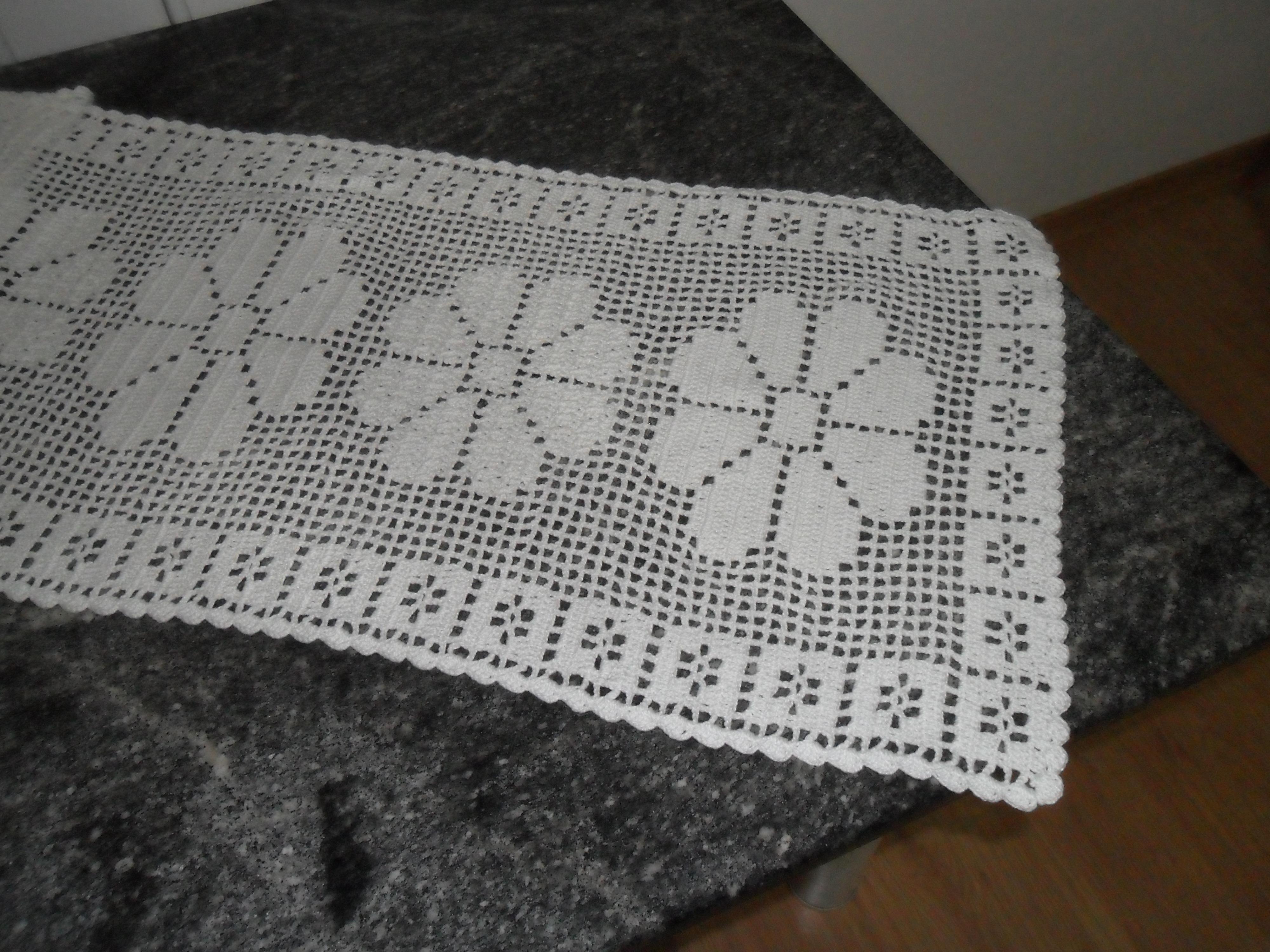 Caminho de mesa em croch flores  FACCINARTE  Elo7