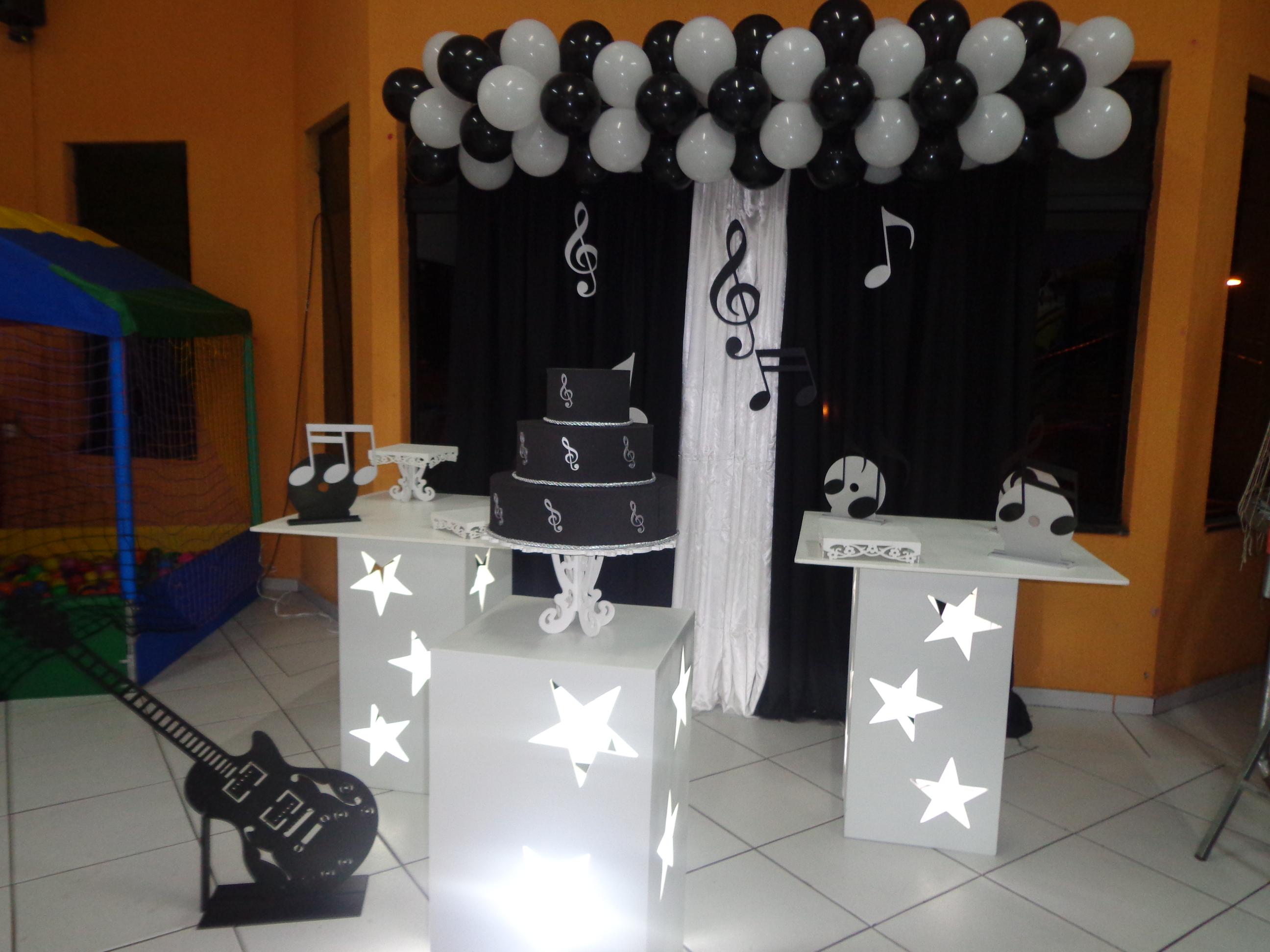 Aluguel Provenal Musical Preto e Branco  Festa Glamour