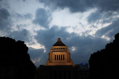 日本のポータルサイト大手ヤフーで「森友」を検索すると「森友 どうでもいい」が表出する。写真は国会議事堂、参考写真(Getty Images)