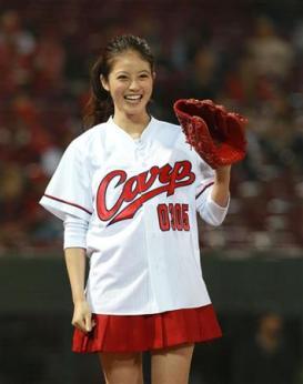 今田美桜(20)の水着グラビア&始球式パンチラエロ画像73枚・45枚目の画像