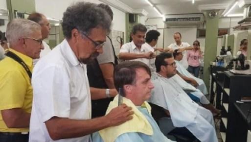 Bolsonaro mantém 'rotina' e corta cabelo em salão na zona norte do Rio. Foto: Divulgação/Assessoria de Jair Bolsonaro