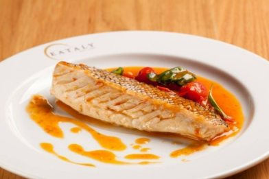 Peixe cozido com tomate e vinho branco - Paladar - Estadão