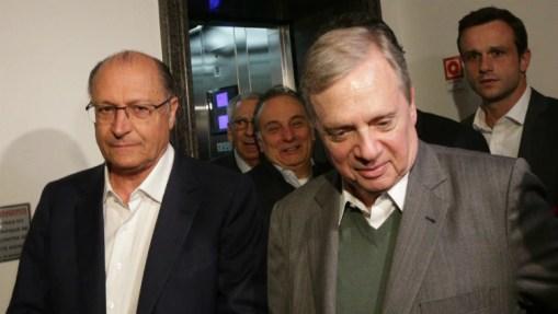 Alckmin ao lado de Tasso durante reunião no Palácio dos Bandeirantes, em julho - Foto: Daniel Teixeira/Estadão